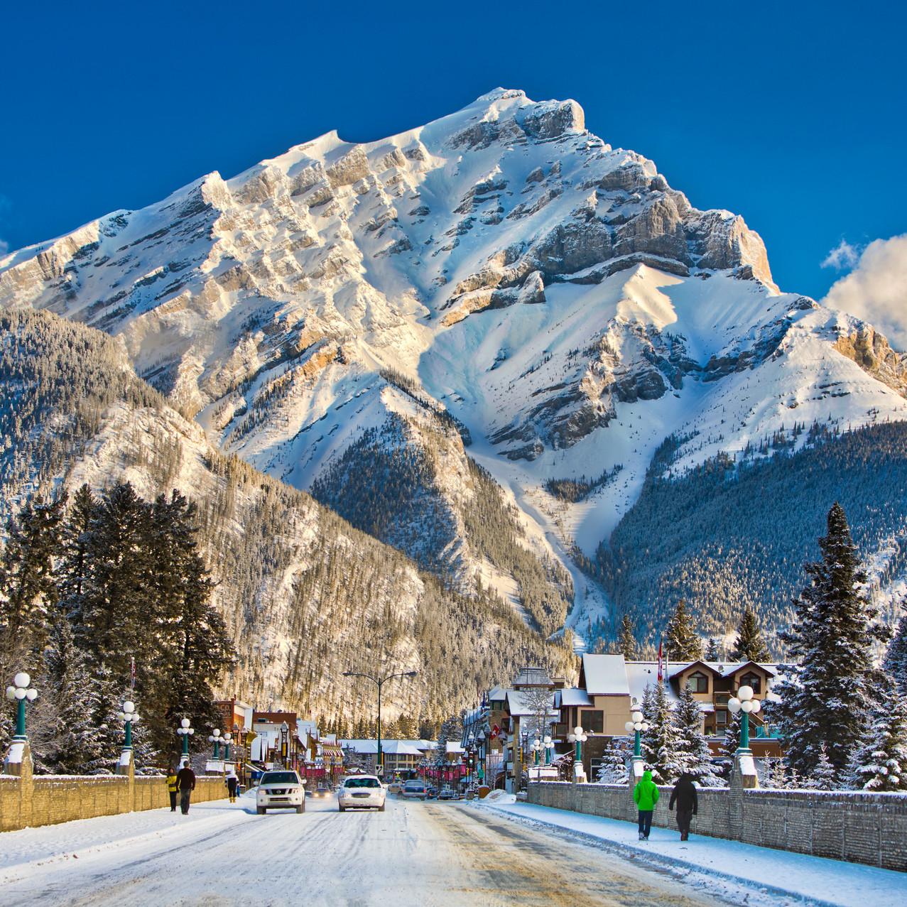 Destination_Signature_Banff_Avenue_Winte