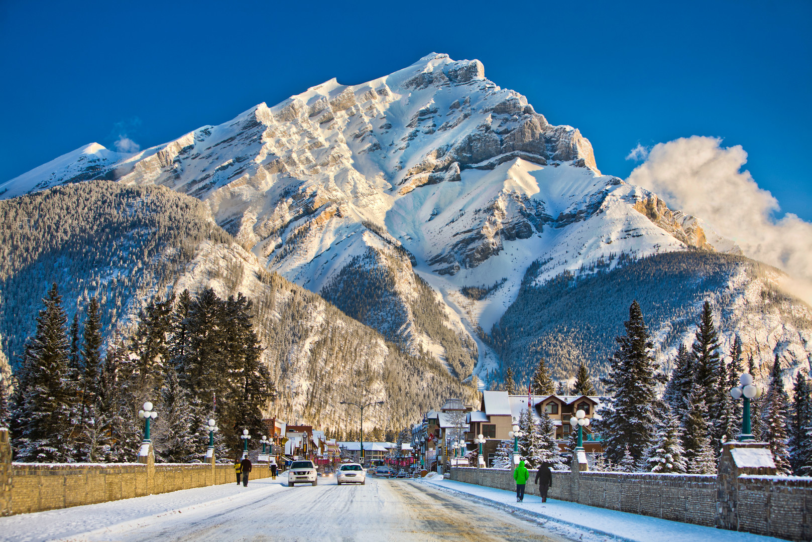 Destination_Signature_Banff_Avenue_Winte