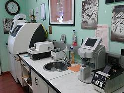 laboratorio-montaggio-lenti.jpg