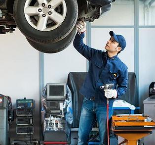 Mechanic-Working-at-Shop_67063213.jpg