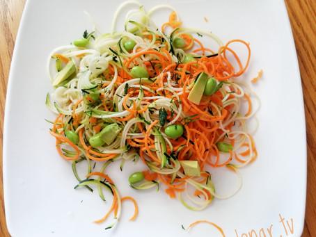 Салат из цуккини с морковью и авокадо