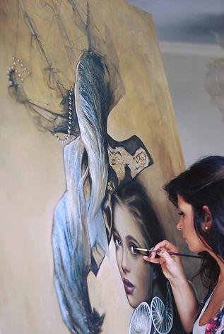 Kris Geheim painting women poertrait with blue hat and perals