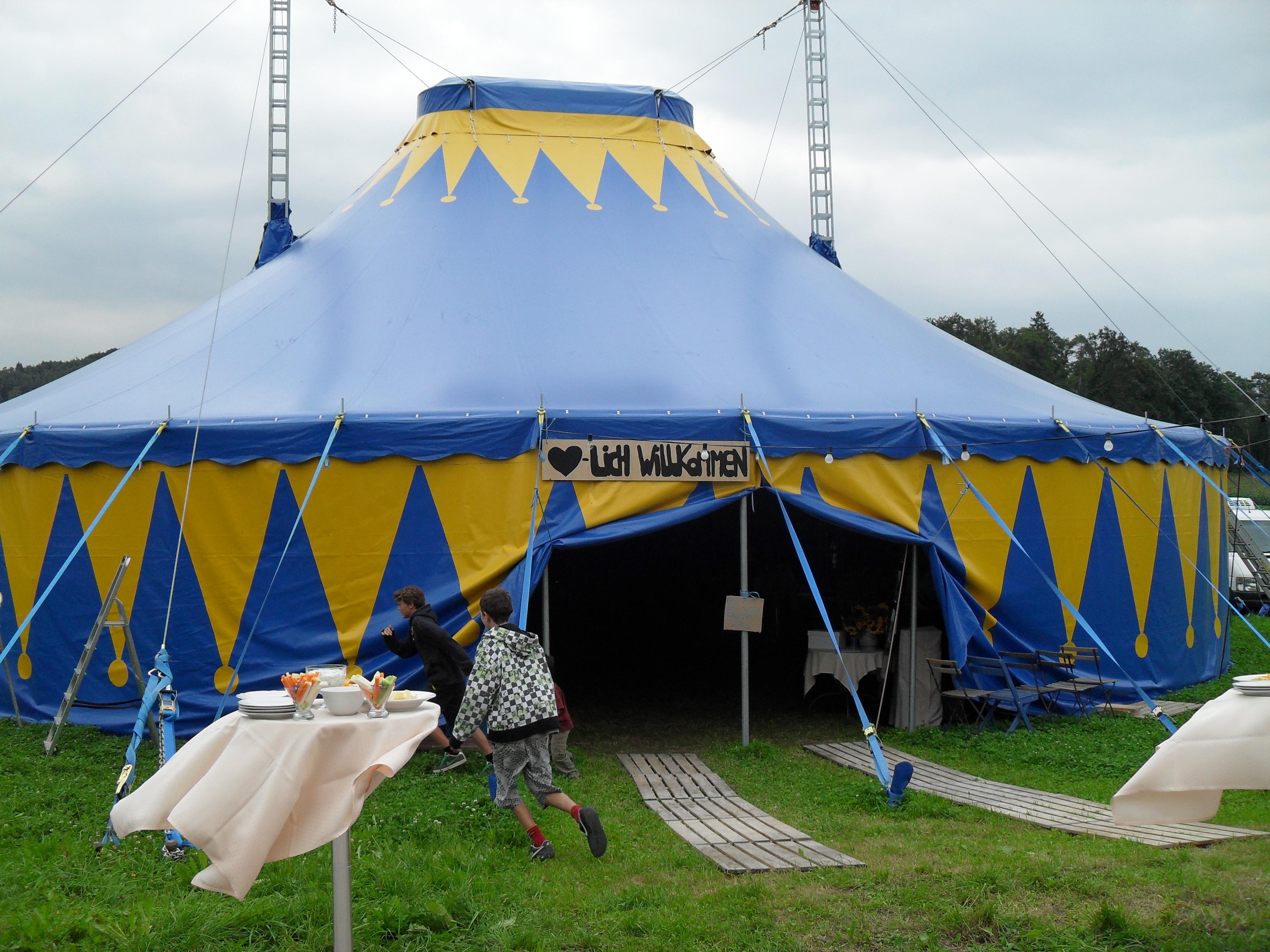Geburtstag im Zirkuszelt