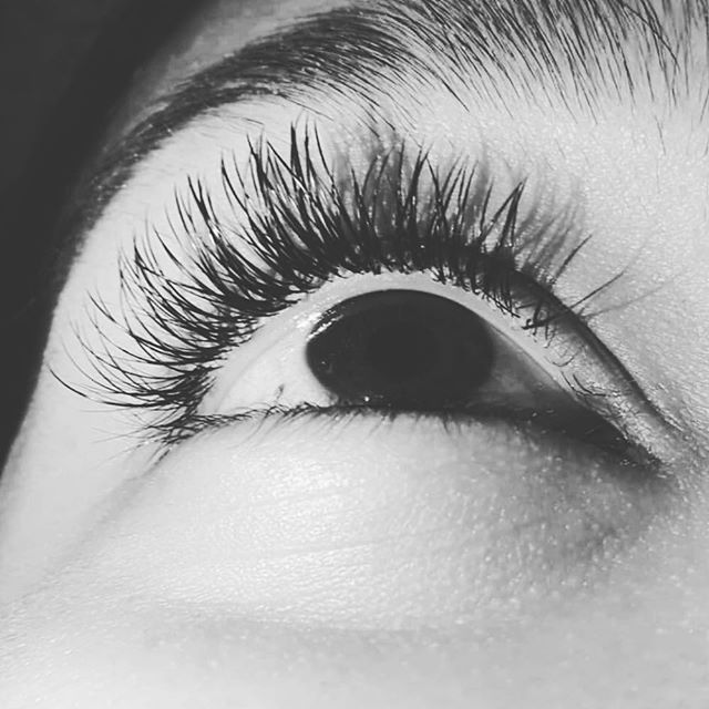 Call now to book your lash appointment