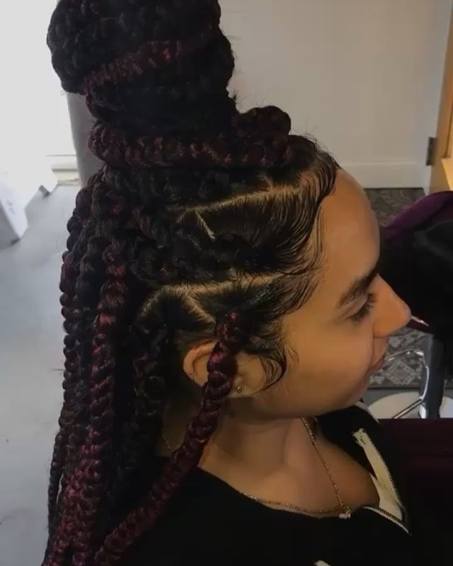 Jumbo triangular part box braids 💜 🖤