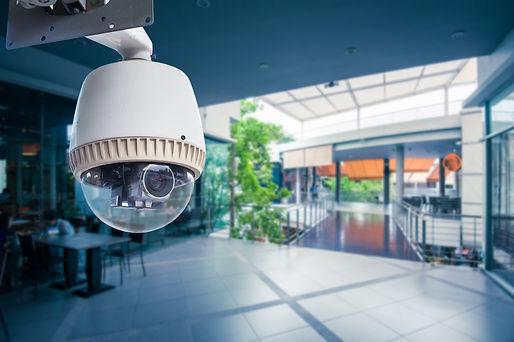 videocamera di sicurezza in funzione del sistema di videosorveglianza per privati e aziende fornito da Secur Management. vista supermercato da video camera di sicurezza
