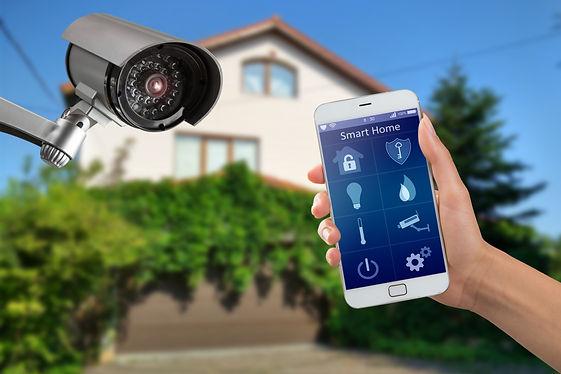 Security camera and smart home app. videocamera di sicurezza che inquadra casa. sistemi di sicurezza domestici. videosorveglianza. videosorveglianza domestica a Latina.