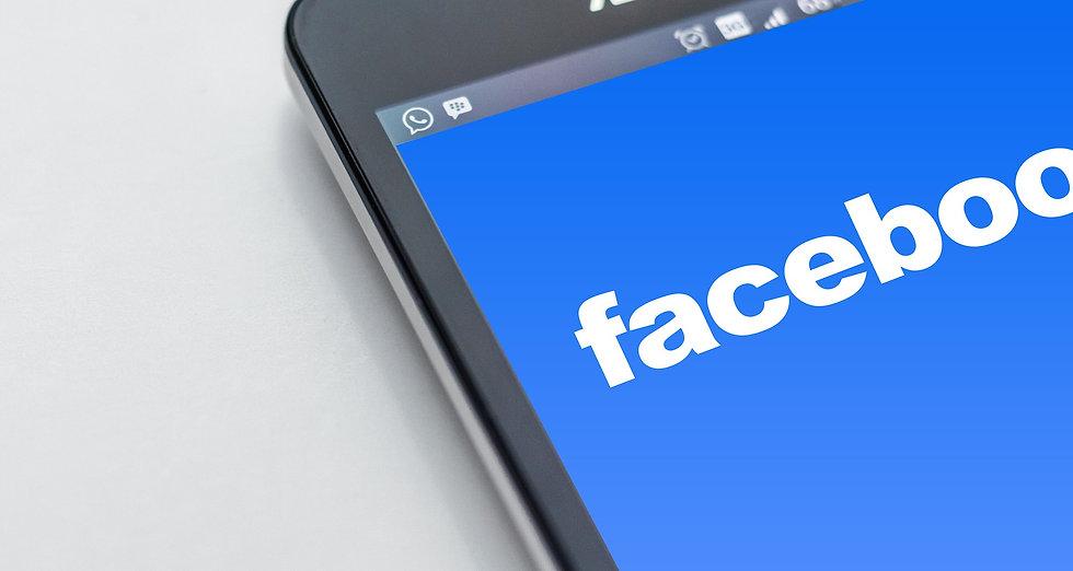 Grafica facebook concetto di gestione social Aprilia. Why Not Web è agenzia gestione social network ad Aprilia.