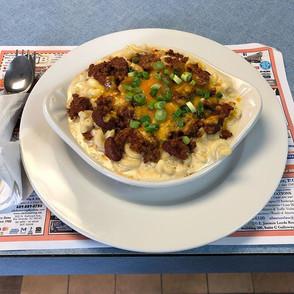 Mac and cheese chili bowl omg 😮 yum !!!