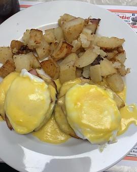 Eggs Benedict _#esslsdugout #breakfast #