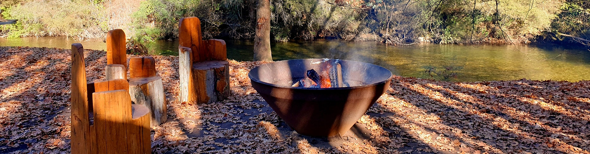 Campfire by the Jamieson river at the Caravan Park