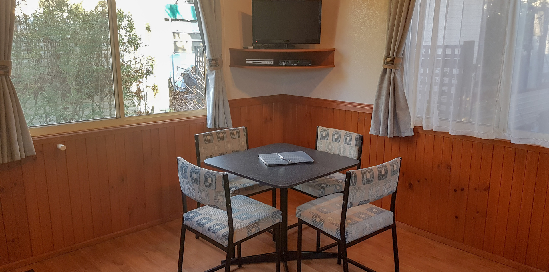 sitting area cabin 7