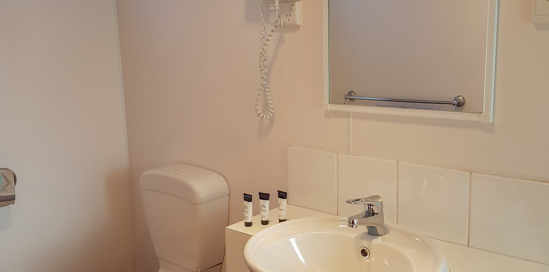 bathroom cabin 7