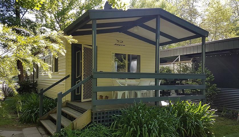Inntopia Cabin 2 Outside.jpg