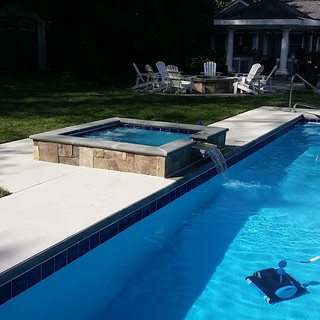 Custome Built Fiberglass Pools with Custom Built Spill over Spa