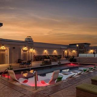 Custom Fiberglass Roof Top Pool