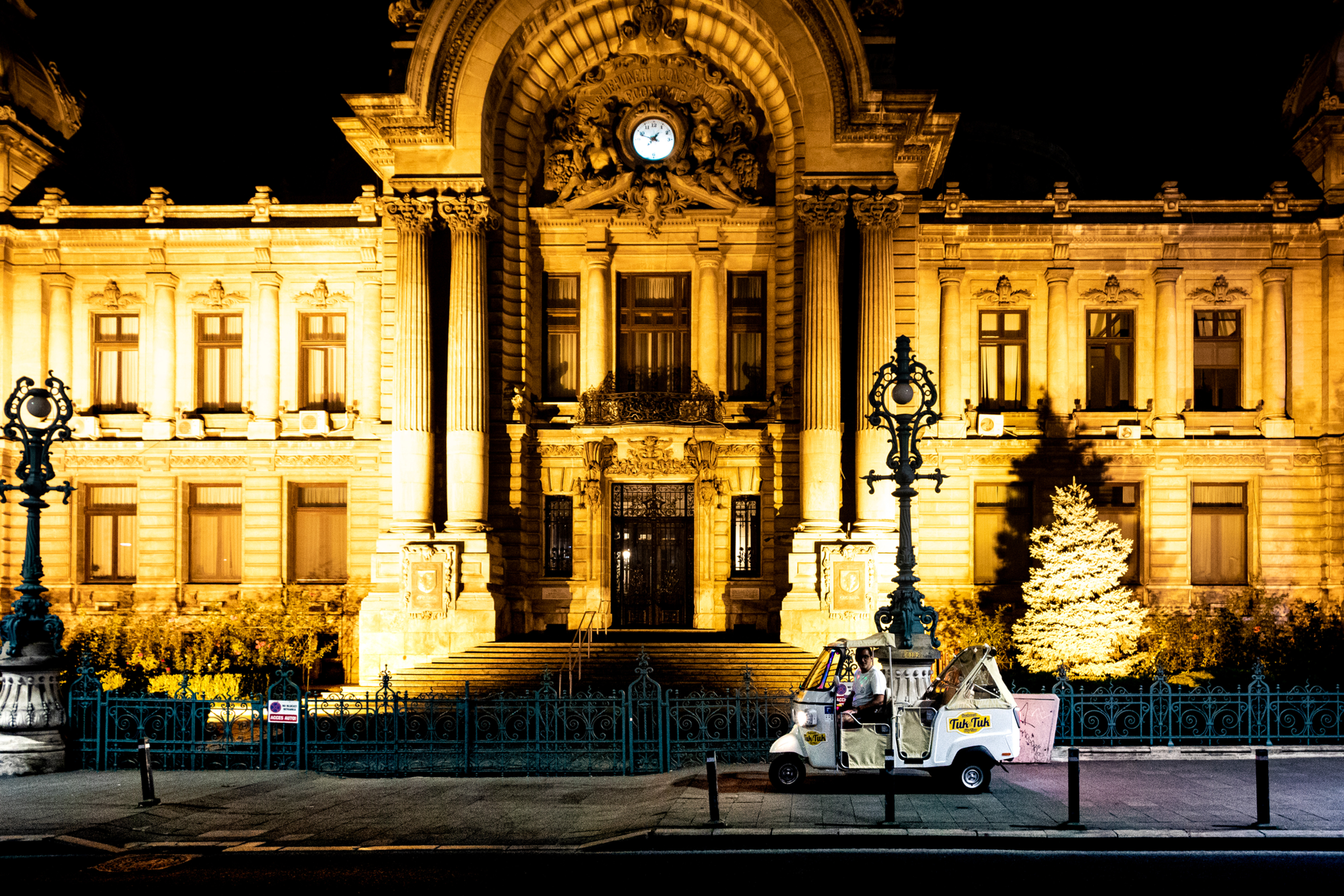 Bucharest Private Tour by Night 1h
