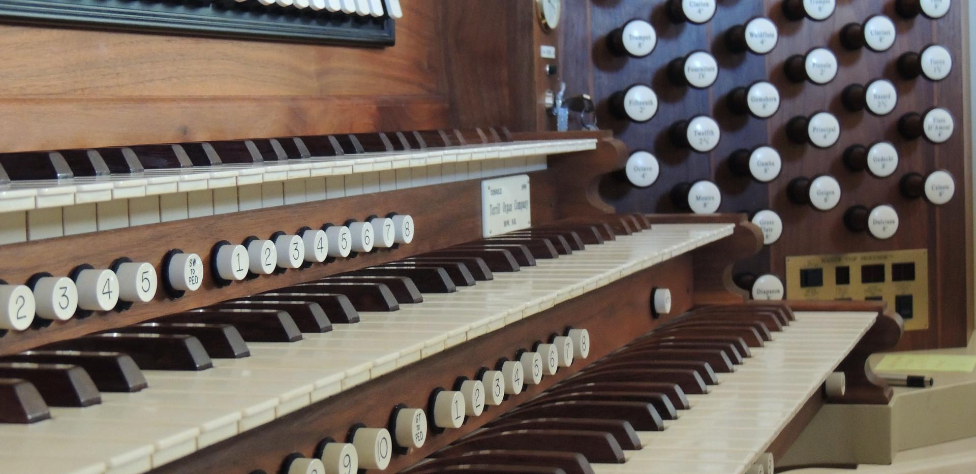 chapeloorgan-keyboard-stop1.jpeg