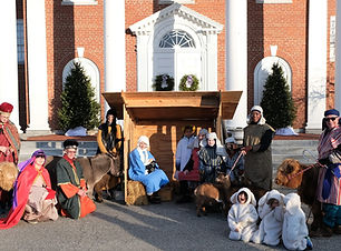 LivingNativty2019_wholegroup_with_animal