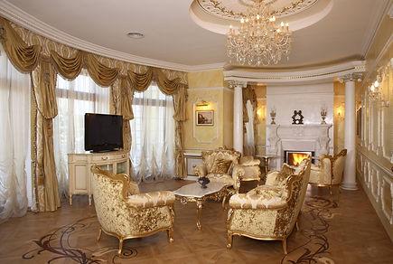 Интерьер гостиной в классическом стиле. Художественный паркет фото.