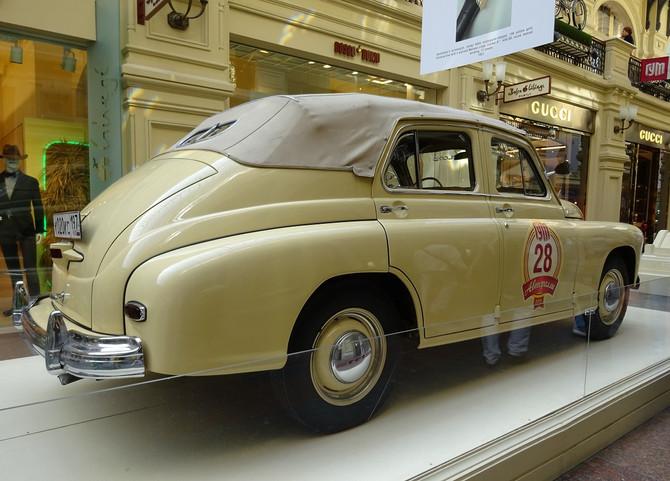 """#Выставка ретро автомобилей """"Победа"""" в ГУМе"""