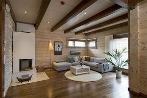 Отделка деревянного дома внутри древесиной разных пород