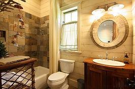 Отделка ванной комнаты плиткой в деревянном доме