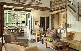 Отделка гостиной в деревянном доме фото
