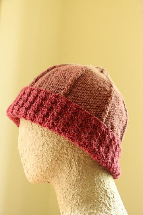 Innocence 赤からライトピンクへのグラデーションのあるとんがり帽子
