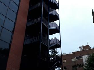Implantación de escalera de evacuación