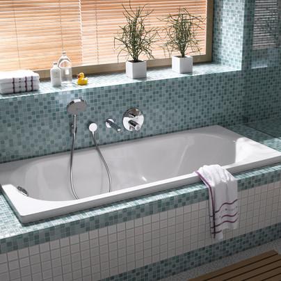 Turkizne mozaik obloge v kopalnici.