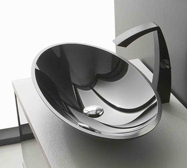 črna kopalniška armatura