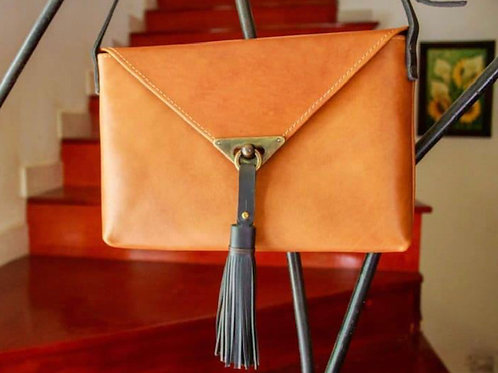 6 leather purse with tassel
