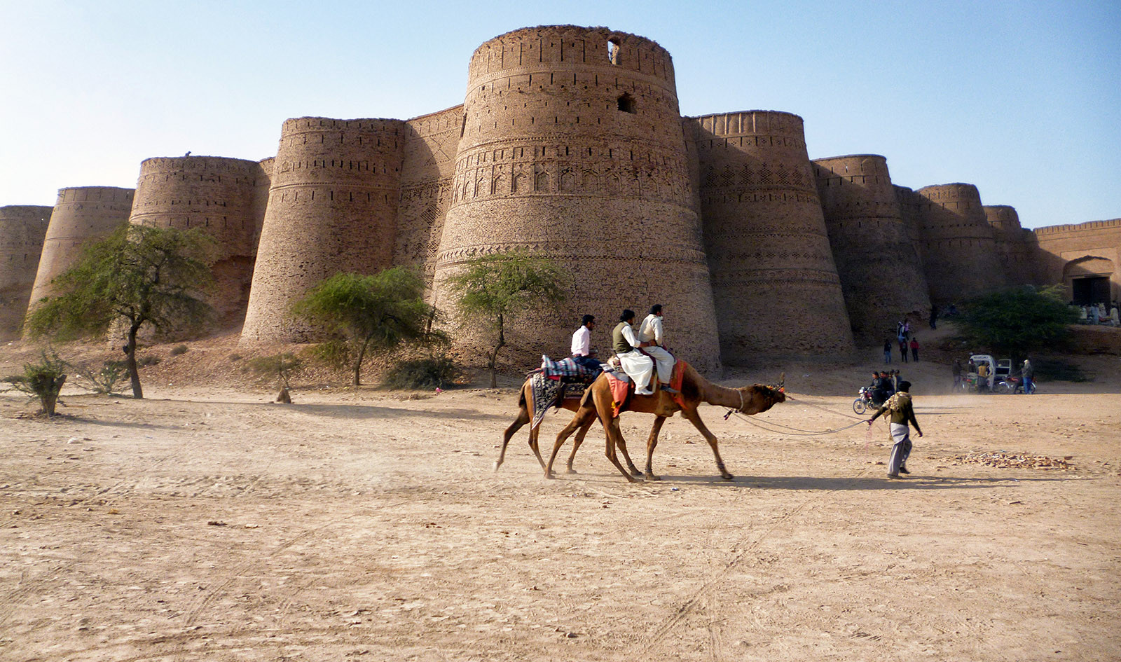 Beautiful_Derawar_Fort web.jpg