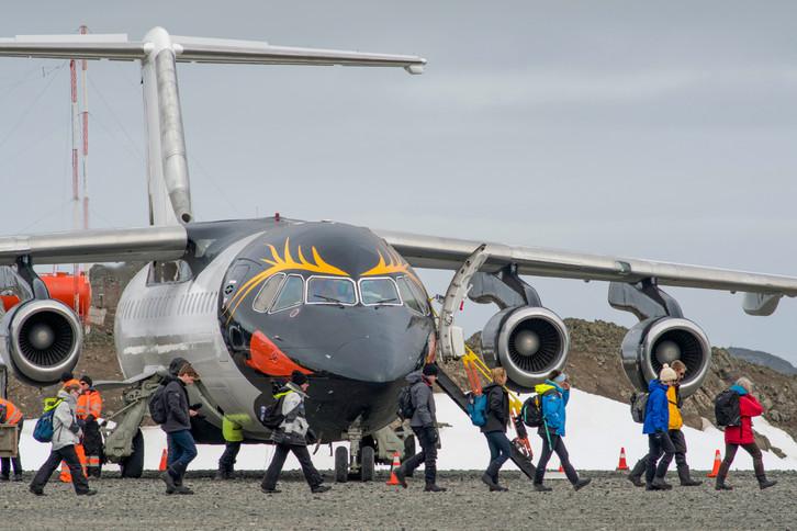 Antarctica_KingGeorgeIsland_Aircraft_Gue