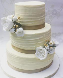 Many congratulations to Mwasima and Chippy on their wedding day yesterday! #weddingcake #redvelvetca