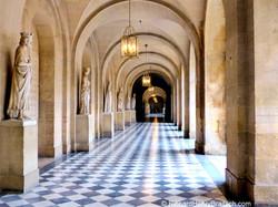 Passage in Louvre, Paris