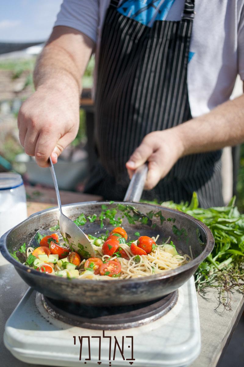 פסטה עגבניות טריות ועשבי תיבול