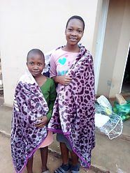 Orphaned children received items_2020.jp