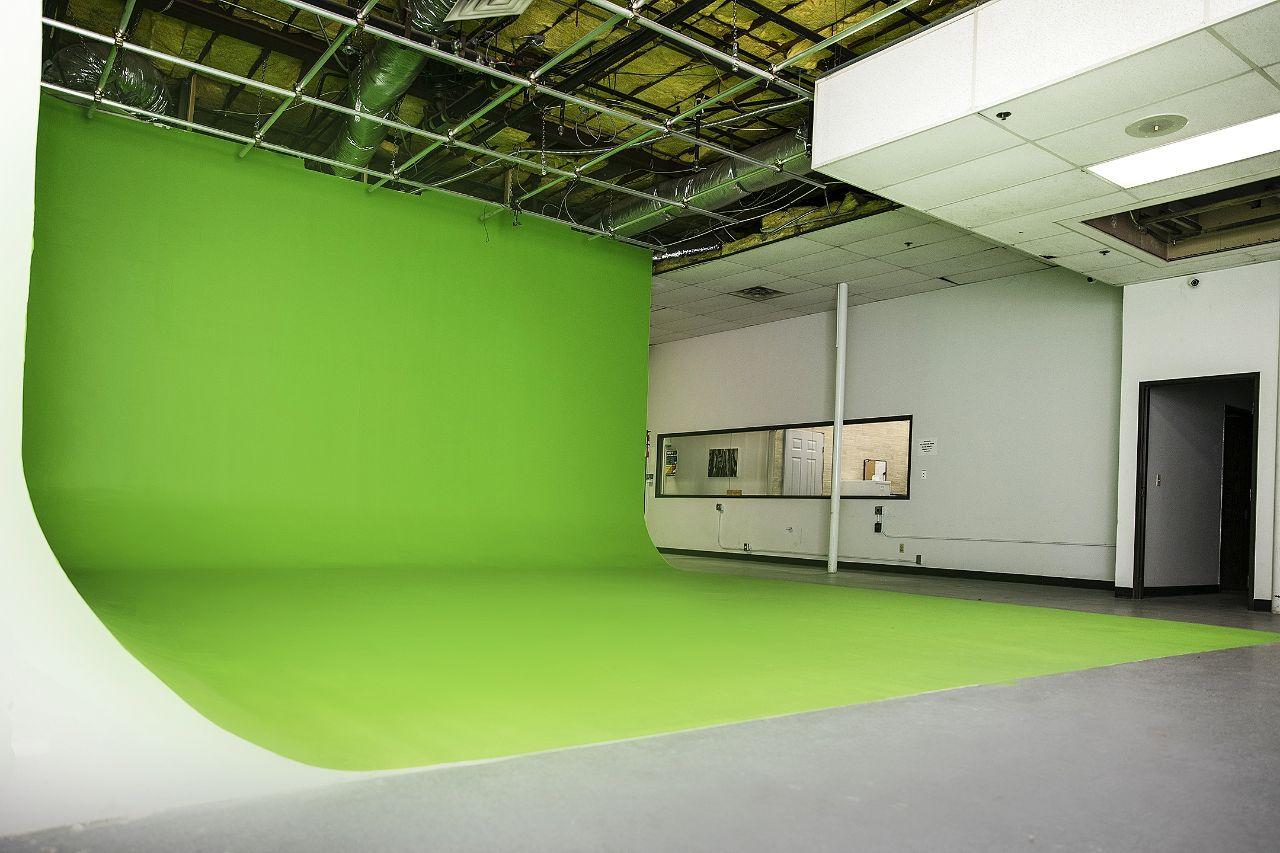 Green Screen side 01.jpg