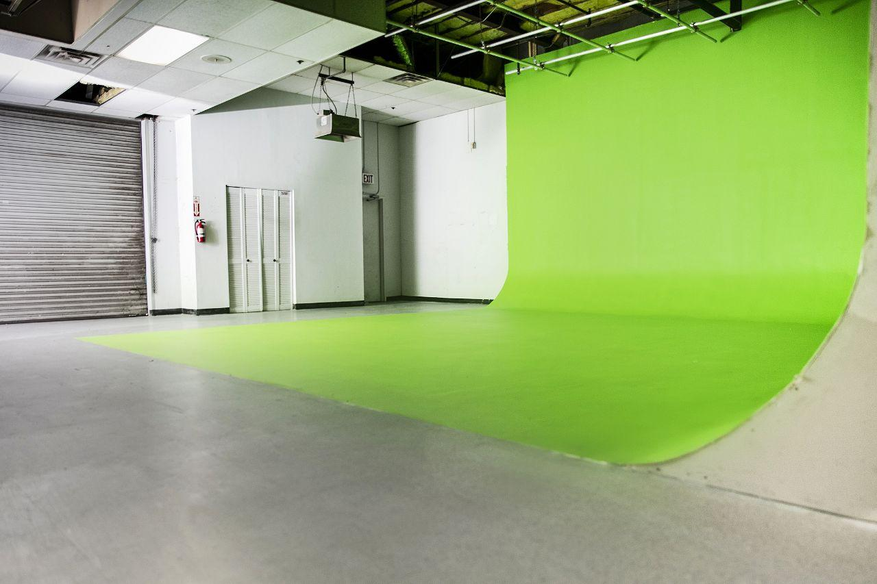 Green Screen side 02.jpg