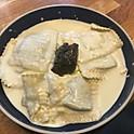 Ravioles à la brisure de Truffe et crème de tartufata