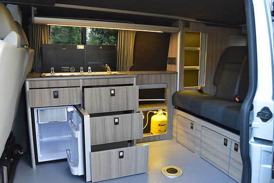 These lovelyspacious units in Driftwood with Puntinella top really gavethe conversion that 'beach' look. With 4 drawers overall and plenty of storage space