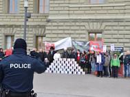 Eingekesselt, drangsaliert, provoziert - ein Bericht zur Einreichung des Notrecht-Referendums