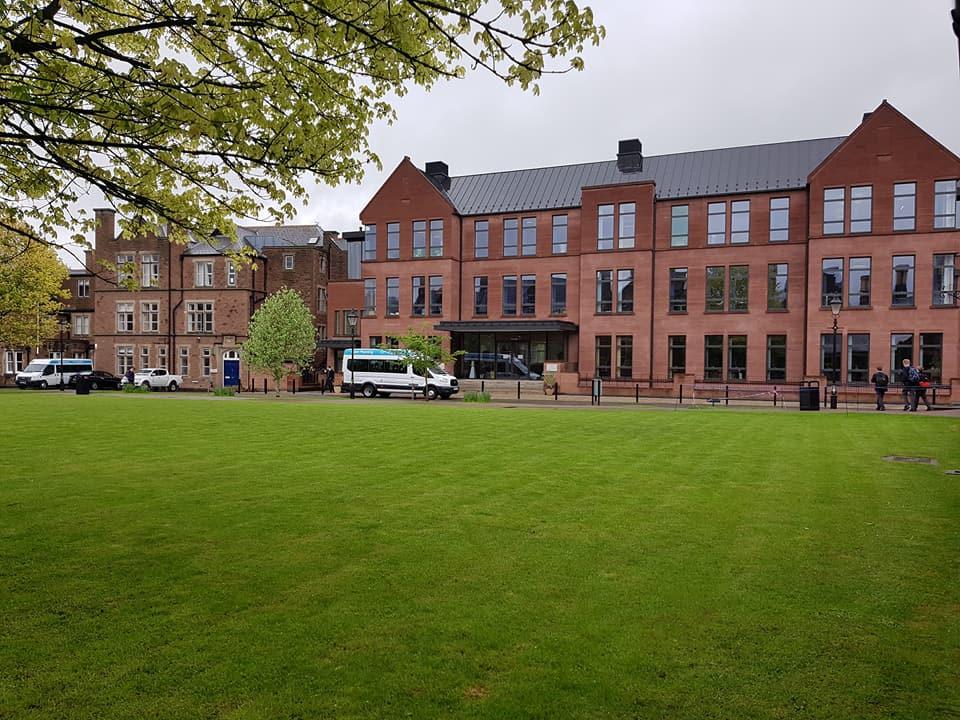 學校行政和教學樓