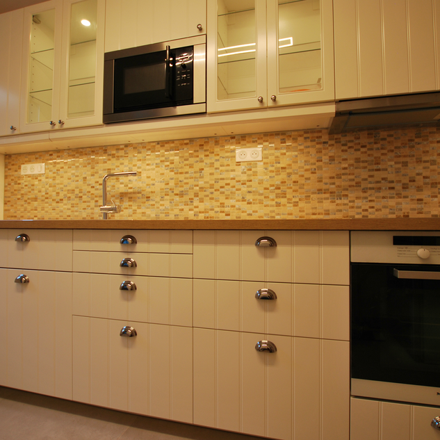 Traditional Kitchen Ferney-Voltaire (FR)