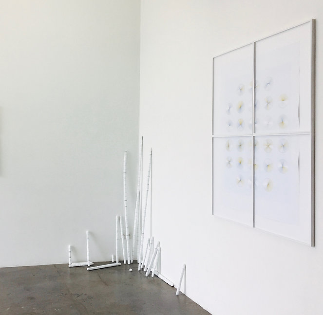 "Origine, tige d'argile-acrylique, dimension variable, 2017  /  Vu de l'exposition ""Dizionario di urbi e orbi"", Project Room, WIELS"