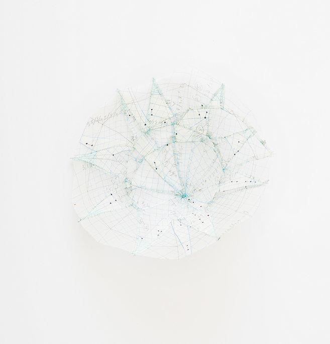 Parabole 002, acrylique- crayon sur tissu de soie, diamètre 16cm, 2015
