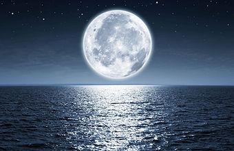 lune sur la mer.jpg