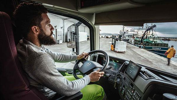 Driver-in-cab_Start_R2A5755_1860x1050.jp